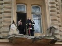 Одесситка, решив покурить, рухнула со второго этажа вместе с балконом