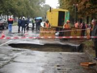 Водяная бездна посреди киевской улицы. Такие аварии увидишь не часто
