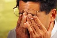 Скоро все «очкарики» смогут навсегда забыть об очках. Ученые изобрели лечебные линзы