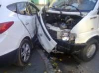В Донецке Hyundai не пропустил маршрутку. Пострадали три человека