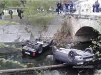 В Крыму после страстного «поцелуя» «Лада Калина» и «Нива» слетели с моста
