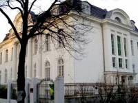 Сотрудник ливийского посольства в Берлине набросился на коллег с ножницами. Пострадали семь человек