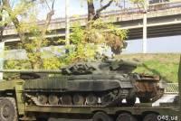 В центр Одессы заехал самый настоящий боевой танк. К чему бы это?