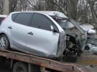 В Краматорске Hyundai после встречи со столбом буквально разорвало на части. Водитель погиб