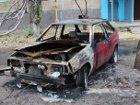 В центре Донецка неизвестные на спорткаре устроили костер из автомобилей