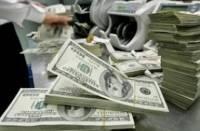 У владельцев долларов новая проблема. В банках начался повальный «дефицит гривны»