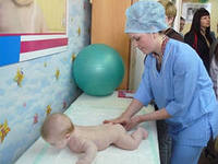 В столичных детских поликлиниках киевлян ждет сюрприз в виде очередной «добровольной» бумажной волокиты