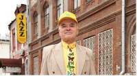 Российский пенсионер стал законодателем моды, одеваясь… на сэконд-хенде