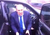 Чиновник, готовивший Украину к Евро, попав в ДТП, первым делом стал… скручивать с автомобиля номера