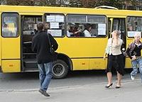 В Киеве водитель маршрутки был настолько пьян, что везти пассажиров до конечной пришлось гаишнику
