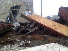 На Донетчине 6 грузовых вагонов сошли с рельсов. Разрушена часть офисного здания