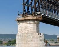 В США упал с моста поезд, перевозивший сильнейший яд