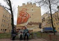 В Питере стены домов украсили картинами молодых художников