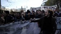 В память о подростке, погибшем от пули полицейского, в Афинах опять начались массовые беспорядки