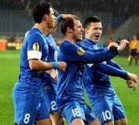 Футболисты «Днепра», празднуя гол, повеселили публику, исполнив зажигательный танец