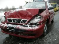 В такую погоду даже шипованная резина не спасает водителей. Что и подтвердил случай в Киеве