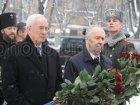 Чтобы Азаров и Рыбак могли возложить цветы к памятнику «Героям Чернобыля», пришлось разогнать всех «чернобыльцев»