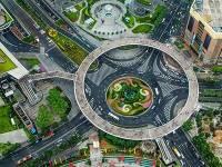 Удивительный пешеходный мост есть в Шанхае. Здесь главное не заблудиться