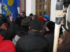 «Свобода» в Одессе штурмует горсовет. Разбито окно, выломаны двери
