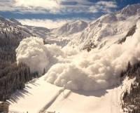 В Швейцарии из-за лавины поезд сошел с рельсов