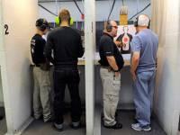 На работу, как на войну. В США учителей отправят на курсы по стрельбе