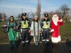 На суровой Николаевщине водителей с Новым годом поздравляют Дед мороз, змея и гаишники