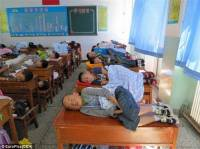 Обычная школа в Тайване. Так сразу и не поймешь – это учебный класс или комната пыток