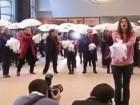 Женщины превратили холл Европарлаента в танц-пол
