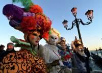 В Венеции стартовал ежегодный карнавал. На этот раз все еще красочнее, чем обычно