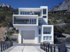 Модные архитекторы создали этот яхтенный домик в Форосе. Осталось выяснить, кому он принадлежит