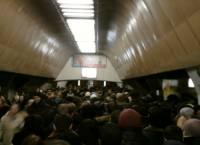 В столичном метро из-за остановки эскалаторов образовалась давка
