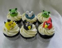 Кто бы мог подумать. Птички Angry Birds стали героями для пирожных и тортов