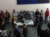 Актриса Тильда Суинтон решила проверить на себе, что чувствовала Белоснежка, лежа в стеклянном ящике