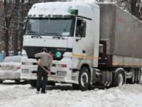 Вот уж кому повезло меньше всех. В пригородах Киева не убирают снег, продукты и наличные деньги доходят с перебоями