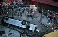 В Бразилии пассажирский автобус упал с путепровода