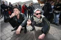Спортивные штаны, туфли, семечки и «реальные пацаны». В Киеве прошел парад «гопников»