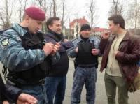 У Януковича активистов уже ждет автозак. Так, на всякий случай