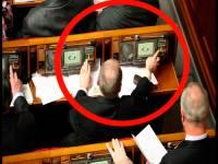 Решив, что их никто не видит, депутаты в сессионном зале занялись любимым делом. Не тут-то было…