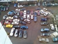 В Киевсовете подали идею: сдирать с автомобилистов по 10 гривен в день за парковки во дворах