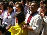 Украинцы собрались на парад вышиванок