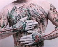 Фанатам татуировок есть о чем задуматься. Художник из Пекина создает на человеческих телах настоящие картины