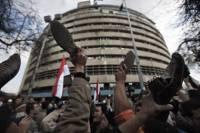 В Каире армия уже взяла под свой контроль государственное телевидение