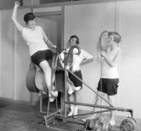 Вот так выглядел женский фитнес почти сто лет назад. Как видим, все новое – это…