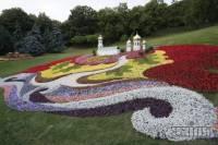 Киев вовсю готовится к празднованию Крещения Руси. Цветы уже высадили, скульптуры соорудили