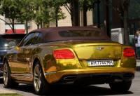 Золотой Bentley Continental с донецкими номерами шокирует жителей Венгрии