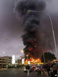 В столице Кении горит международный аэропорт