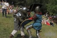 Романтики хочется во все времена. Во Львове современные «рыцари» сошлись в битве за шикарный замок