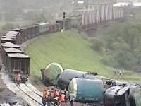 В Луганской области без локомотива «уехали» 14 грузовых вагонов. Рельсы вырваны, вагоны перевернуты