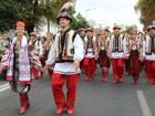 На День Независимости Киев заполонили люди в вышиванках