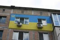 Патриотизм просто зашкаливает. Жители Донецка начали утеплять квартиры… флагом Украины